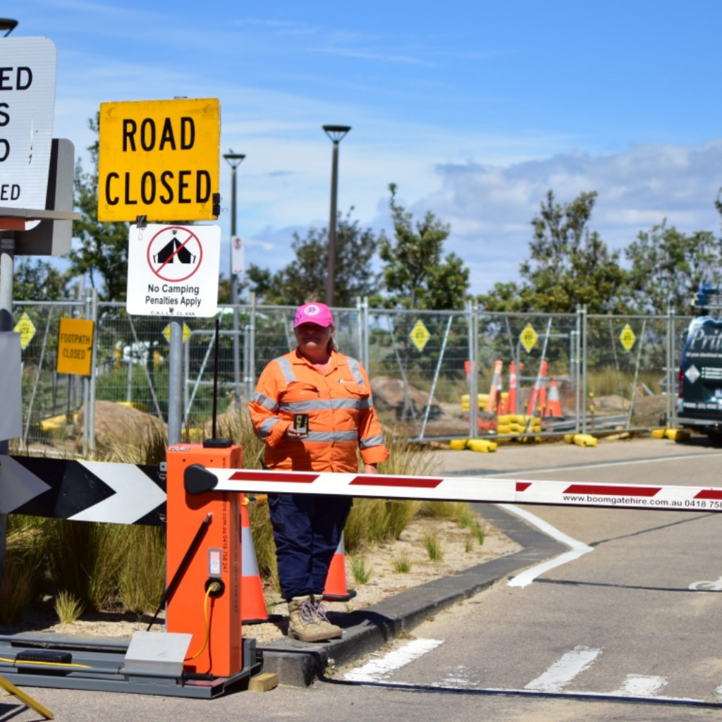 This picture displays the immaculate operation of our hire boom gates. Offering a solar power option, boom gate hire can great assist any temporary traffic control scenario.